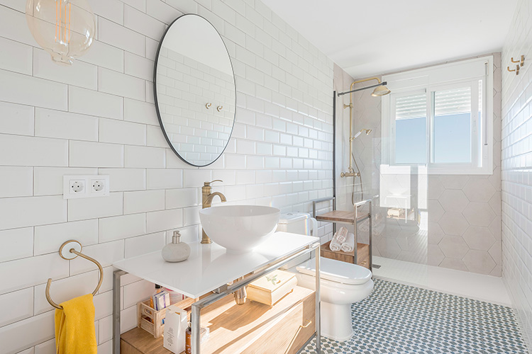 Decoración de interiores reforma estilo industrial cuarto de baño