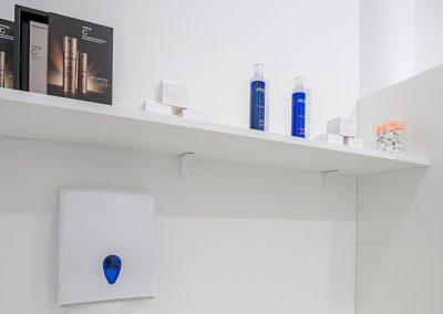 Interiorismo Clínica Mediestética dispensador de jabón