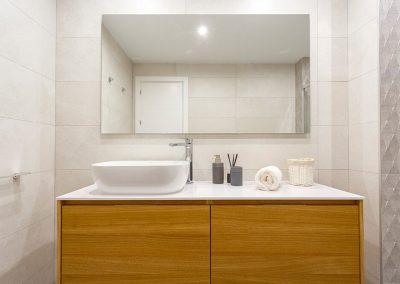 Interiorismo ático Tren de Rota detalle baño revestimientos